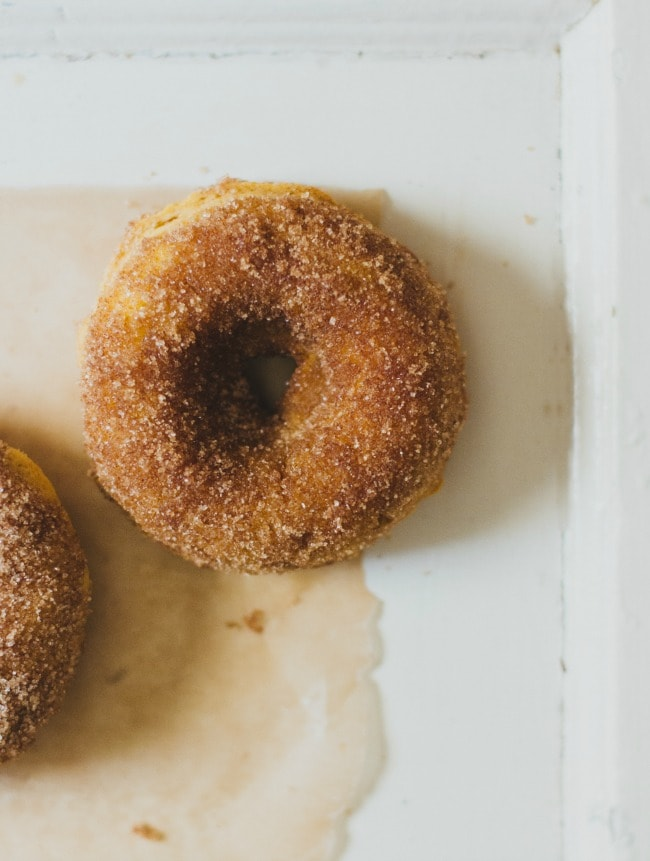 (baked) pumpkin doughnuts | the vanilla bean blog
