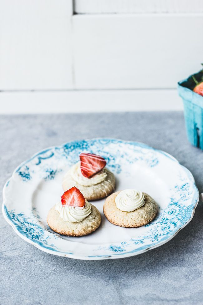 Strawberries & Cream Amaretti Cookies (gluten free)