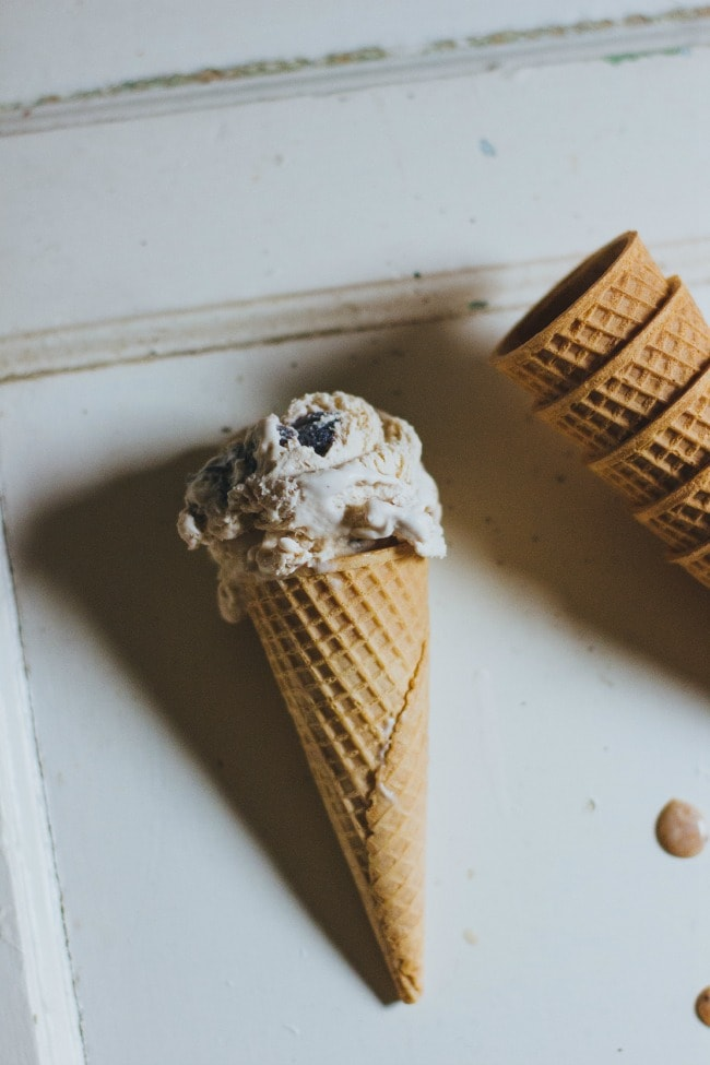 no-churn fig + coffee ice cream | the vanilla bean blog