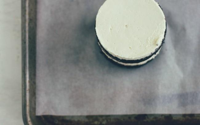 chocolate mini cakes with hazelnut buttercream | the vanilla bean blog