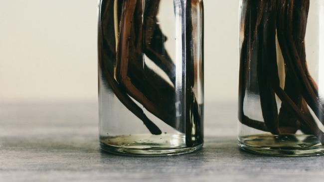 homemade vanilla extract | the vanilla bean blog