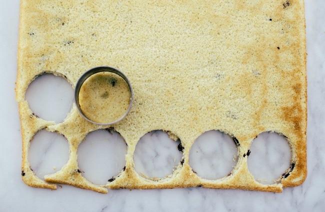 Cutting mini cakes   The Vanilla Bean Blog   Sarah Kieffer