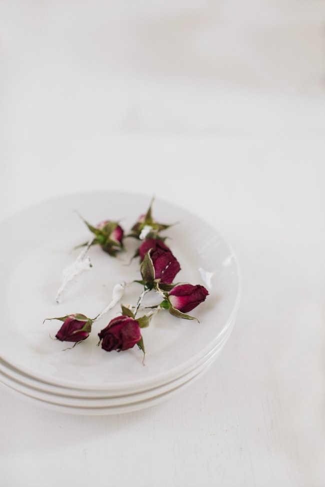 Roses for decorating a layer cake