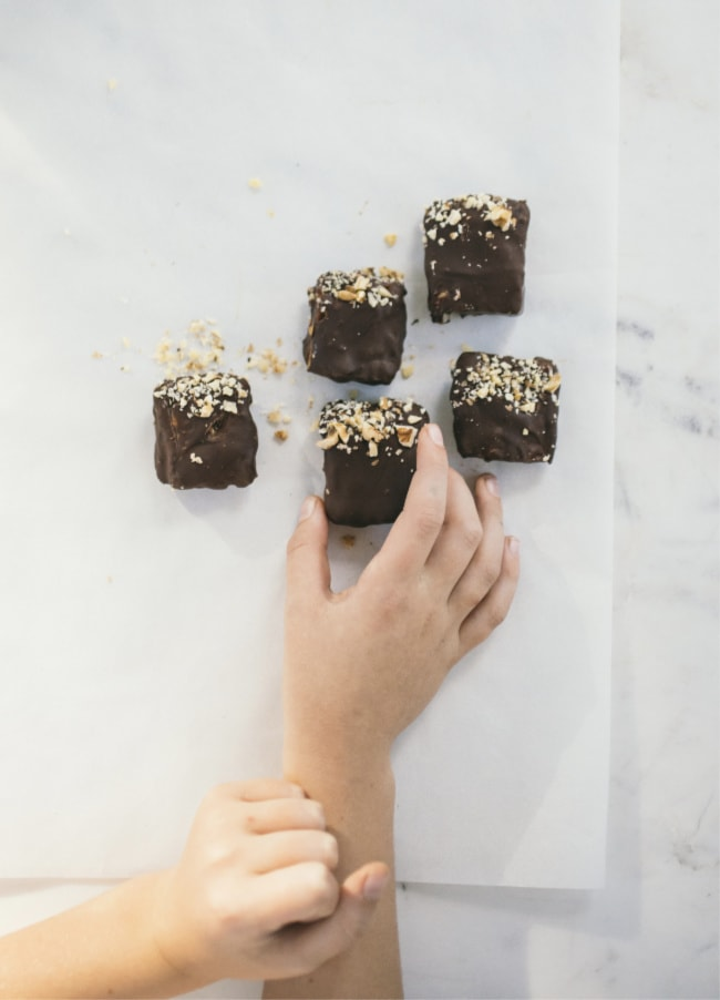 chocolate walnut shortbread bites
