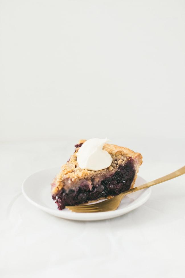 blueberry walnut stresuel pie